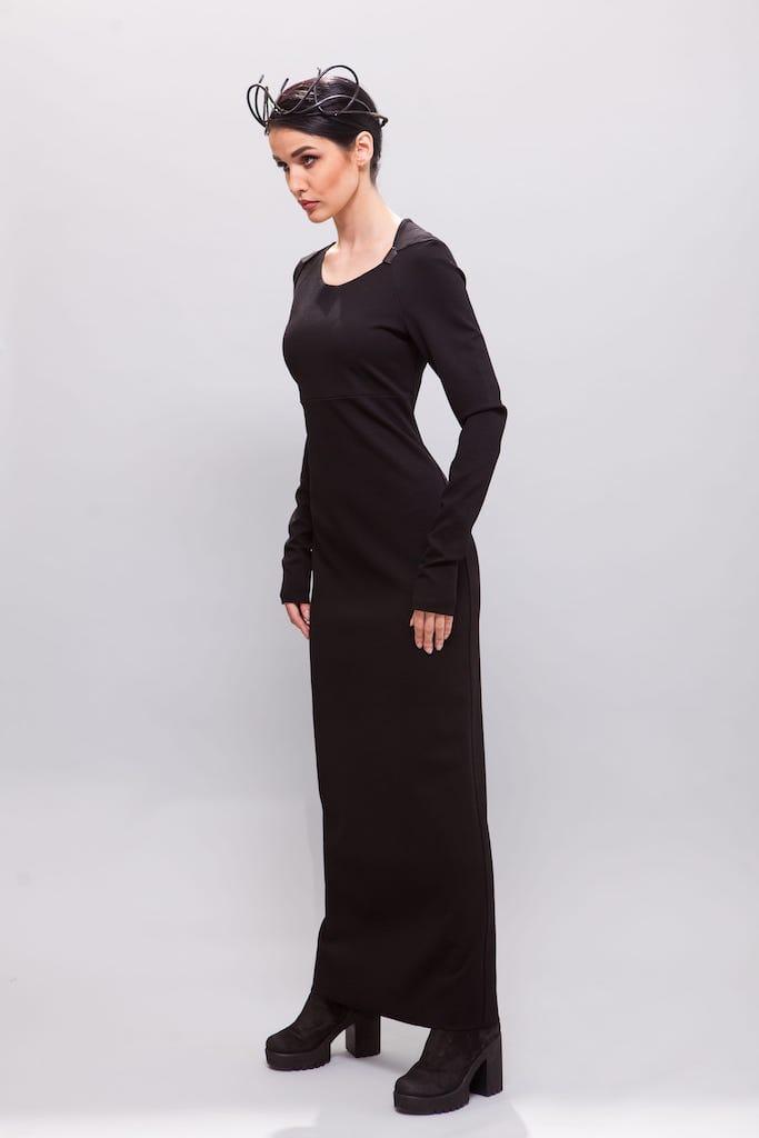 Длинное платье с ассиметричным воротом костюмный трикотаж