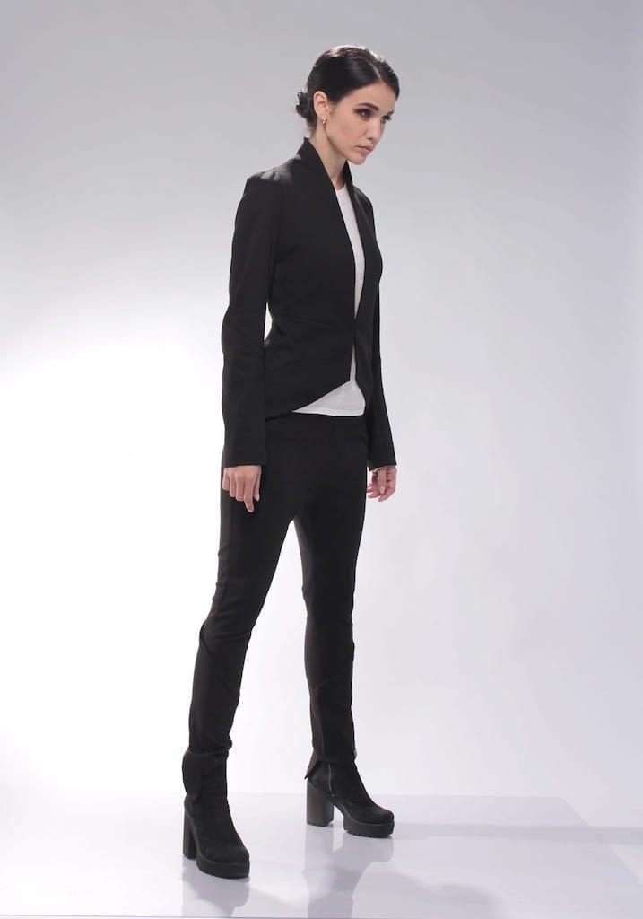Жакет черный с бежевой подкладкой